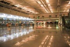 Aeroporto vuoto alla notte Fotografia Stock