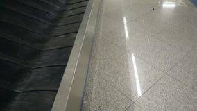 Aeroporto vuoto di area di reclamo di bagaglio del carosello archivi video