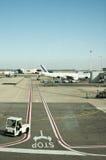Aeropuerto de Fiumicino y avión de Air France Imagen de archivo libre de regalías