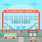 Aeropuerto de la fachada con la parada de autobús Fotografía de archivo libre de regalías