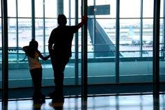 Aeropuerto de la familia fotos de archivo libres de regalías