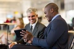 Aeropuerto de los viajeros de negocios imagen de archivo libre de regalías