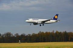 Aeropuerto de Lublin - aterrizaje del avión de Lufthansa Imagen de archivo