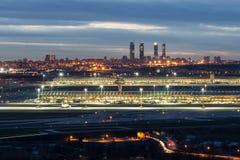 Aeropuerto de Madrid-Barajas durante noche Imágenes de archivo libres de regalías