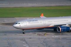 Aeropuerto de Moscú, Sheremetyevo, Rusia - 24 de septiembre de 2016: Aeroflot - líneas aéreas rusas Airbus A330-343X, carreteo de Imagenes de archivo