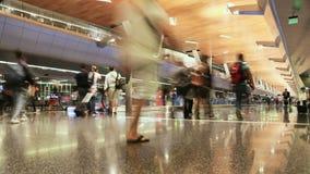 Aeropuerto de Qatar doha Gente en el movimiento Timelapse metrajes