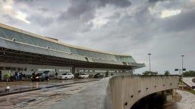 Aeropuerto de RioGaleão fuera de la opinión sobre un día nublado Foto de archivo