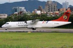 Aeropuerto de Taipei Songshan del aeroplano del ATR 72-500 de TransAsia Airways Fotografía de archivo libre de regalías