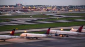 Aeropuerto del lapso de tiempo del aeroplano almacen de metraje de vídeo