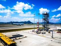 Aeropuerto en un día soleado fotos de archivo