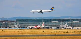 AEROPUERTO FRANCFORT, ALEMANIA: 23 DE JUNIO DE 2017: Airbus A321-200 LUFTHA Foto de archivo libre de regalías
