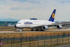 AEROPUERTO FRANCFORT, ALEMANIA: 23 DE JUNIO DE 2017: Airbus A380 LUFTHANSA Imágenes de archivo libres de regalías