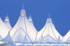 Aeropuerto internacional de Denver en la oscuridad imagen de archivo libre de regalías