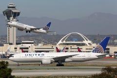 Aeropuerto internacional de Los Ángeles de los aeroplanos de United Airlines fotos de archivo libres de regalías