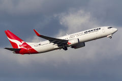 Aeropuerto internacional de salida de Qantas Boeing 737-838 VH-VXA Melbourne Fotografía de archivo