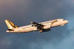 Aeropuerto internacional de salida de Tiger Airways Airbus A320-232 VH-VNK Melbourne Foto de archivo