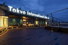 Aeropuerto internacional de Tokio en el tiempo de mañana Imagenes de archivo