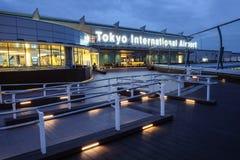 Aeropuerto internacional de Tokio en el tiempo de mañana Imagen de archivo