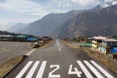 Aeropuerto Khumbu a solas de Lukla Imágenes de archivo libres de regalías