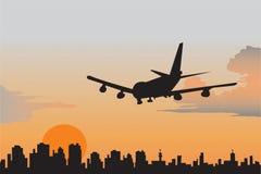 Aeropuerto por la tarde. Foto de archivo libre de regalías