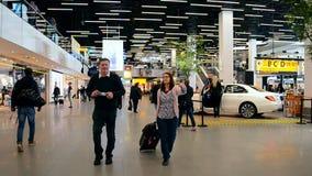 aeropuerto renovado Schiphol, Amsterdam, Países Bajos de Amsterdam, almacen de video
