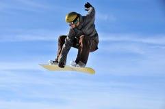 Aeroski: Snowboarder berührt seinen Vorstand Stockfotos