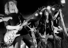 Aerosmith执行1994年12月19日在Kin妈妈的,波士顿,由埃里克L的麻省 约翰逊摄影 库存图片