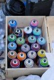 Aerosolowe puszki kiści farba zdjęcia royalty free