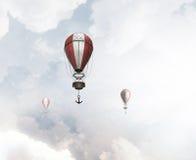 Aerostaten die over hemel vliegen Royalty-vrije Stock Fotografie