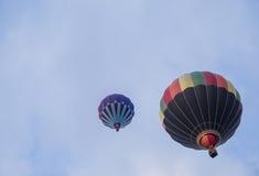 Aerostati di aria calda nel cielo Immagini Stock Libere da Diritti
