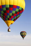 Aerostati di aria calda variopinti sopra l'Arizona Fotografia Stock Libera da Diritti