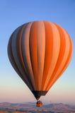 Aerostati nel cielo sopra Cappadocia Immagine Stock