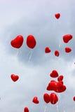 Aerostati rossi del cuore Fotografie Stock Libere da Diritti