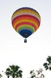 Aerostato che galleggia al cielo Immagini Stock