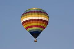 Aerostato di aria calda in cielo fotografie stock