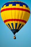 Aerostato di aria calda giallo Fotografia Stock Libera da Diritti