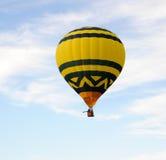 Aerostato di aria giallo Immagini Stock Libere da Diritti