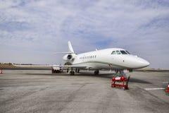 Aerotaxi su una pista immagine stock