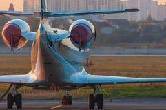 Aerotaxi sul grembiule degli aerei Alba a Immagine Stock Libera da Diritti