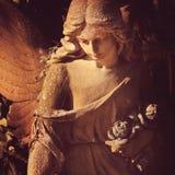 af的美好的关闭与甜点的一个面孔天使石头雕塑 免版税库存照片