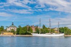Af-gårdfarihandlareskepp som ses från den Skeppsbrokajen vägen fotografering för bildbyråer