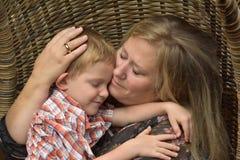 Afago com baby-sitter do dia Foto de Stock