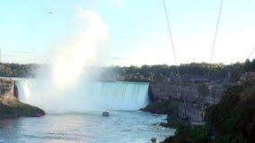Afdaling op de kabel dichtbij Niagara-Dalingen stock video
