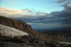 Afdaling van de berg Nemrud Zuidoostenturkije stock afbeeldingen