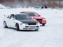 Afdrijvende auto's op ijs Stock Foto