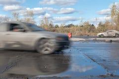2 afdrijvende auto's tijdens amateurgebeurtenis in Warshau, Polen stock fotografie
