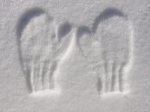 Afdruk van vuisthandschoenen in sneeuw Stock Afbeelding