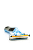 Afeitando la maquinilla de afeitar aislada en un fondo blanco Imágenes de archivo libres de regalías