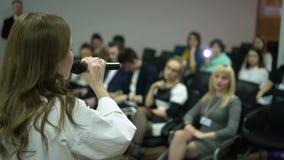 Affär Hall för föreläsning för kvinnahögtalarepresentation stock video