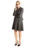 affär henne talande kvinna för mobil telefon Arkivbilder
